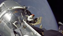 स्काट की अंतरिक्ष मे चहल कदमी(EVA)