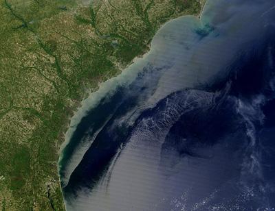 खाड़ी प्रवाह(Gulf Stream) से समुद्र की सतह मे उठती हुयी लहरे
