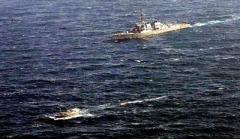 नौसेना द्वारा डाकूओं की नौका का पीछा