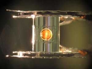 स्वर्ण निर्मित होह्लराम जिसमे हायड्रोजन को संपिडित किया जाता है!