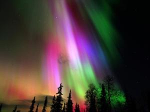 सौर वायु के पृथ्वी के वातावरण से उत्पन्न मेरु ज्योति