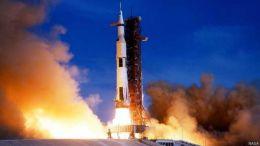 26 जुलाई 1971 को फ्लोरिडा के केनेडी स्पेस सेंटर से अपोलो 15 यान को प्रक्षेपित किया गया.