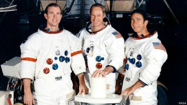 इस अभियान में शामिल डेविड स्कॉट, एल्फ़्रेड वोर्डन और जेम्स इरविन तस्वीर में नज़र आ रहे हैं