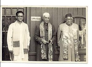 प्रधानमंत्री जवाहरलाल नेहरू के साथ सत्येंद्रनाथ बोस, शांतिनिकेतन, पश्चिम बंगाल
