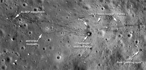 लुनर रिकॉनिसैंस ओर्बीटर(Lunar Reconnaissance Orbiter) द्वारा अपोलो 17 की लैंडींग साईट के लिये चित्र