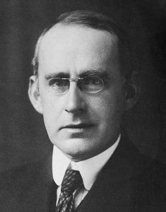 सर आर्थर स्टेनली एडिंगटन(Sir Arthur Stanley Eddington).
