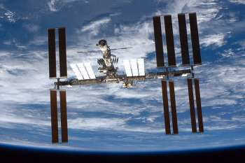 पृथ्वी की निम्न कक्षा मे अंतराष्ट्रीय अंतरिक्ष केंद्र
