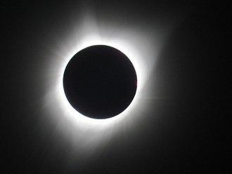 सूर्यग्रहण के दौरान लिया गया प्रभामंडल का चित्र