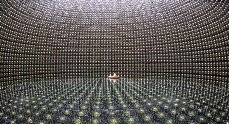 जापान का सुपर-कामीओकांडे डीटेक्टर(The Super-Kamiokande detector in Japan)