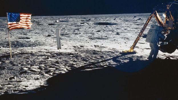 आर्मस्ट्रॉन्ग (तस्वीर में) और एल्ड्रिन चंद्रमा से निकलने ही वाले थे जब 500 मील दूर लूना 15 क्रैश हो गया
