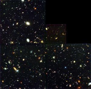 हब्बल डीप फ़ील्ड जिसमे हर चमकदार बिंदु अपने आप मे एक आकाशगंगा है।